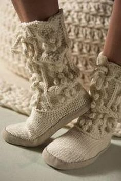 There are some really cute and suggly looking slippers out there. I would love to make a pair of crocheted slippers or knitted woolen bed . Crochet Shoes, Knit Crochet, Knitting Socks, Hand Knitting, Sock Shoes, Shoe Boots, Knitted Slippers, Slipper Boots, Boot Socks