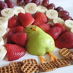 Fruit turkey for Thanksgiving -- shucks! wish I was gonna be home, made a veggie turkey last year! this is adorbable!