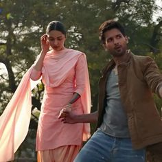 Check out the list of Highest Grossing Movies Of 2019 of Bollywood Movies. The list of based on critic and user ratings. Indian Bollywood Actors, Bollywood Couples, Beautiful Bollywood Actress, Most Beautiful Indian Actress, Indian Actresses, Cute Romantic Quotes, Romantic Images, Romantic Movies, Shahid Kapoor