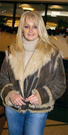 Bonnie Tyler #bonnietyler #2000s #gaynorsullivan #gaynorhopkins #thequeenbonnietyler #therockingqueen #rockingqueen #music #rock Pop Rock Music, Bonnie Tyler, Celebrity Singers, Winter Fashion, Women's Fashion, Groupes, June 8, Queen, Celebs