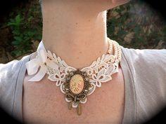 Outra ideia para utilizar uma peça antiga de bijuteria.