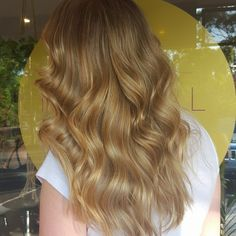 Goldy Locks created using @wellapro. Multifaceted ribbons of colour seamlessly blended on an angular circular pattern (reduces demarcation and gives the colour a natural flow). Finished off with a fresh cut and style  #hairbyjesssafajou #wellalife #wellaau #colourmelt #seamlesscolour #sydneyhairsalons #cloudninehair #colourmelt #sydneysbestcolourists #balayage #hairpainting #foildesign #hairinspo #hairlife #instahair #hairbrained