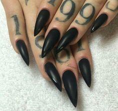Ideal nails for halloween wedding. Stilletto matte black nails