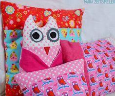 Owl with owl pillows by Mara Zeitspieler.