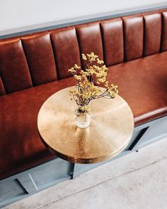 Banquette seating restaurant banquet Ideas for 2019 Banquette Seating Restaurant, Cafe Seating, Booth Seating, Lounge Seating, Floor Seating, Cute Coffee Shop, Coffee Shops, Coffe Bar, Blue Cafe