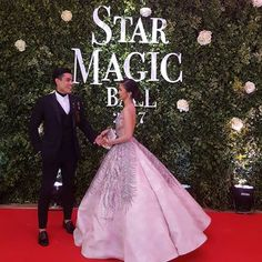 "Kim Chiu | Xian Lim | KimXi |   Star Magic Ball 2017 | 093017 | Royal Couple  King Lim and Queen Chiu 👑👑👫😍  @chinitaprincess @xianlimm  ©@myskyupdates  ""Adorable #KimXi on the #StarMagicBall2017 red carpet. ""    #KimChiu #XianLim #KimXi #StarMagicBall2017"