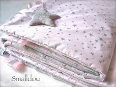 Couverture bébé rose étoiles argents et velours smalldou