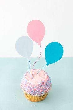 DIY Balloon Cupcake Toppers [Make/Trace/Cut Out Balloon Shape, Using Colored Car. DIY Balloon Cupcake Toppers [Make/Trace/Cut Out Balloon Shape, Using Colored Cardstock & Attach a S Paper Balloon, Love Balloon, Balloon Shapes, Cupcake Toppers, Diy Cupcake, Black And Gold Balloons, Balloon Cupcakes, Fondant Cupcakes, Serpentina