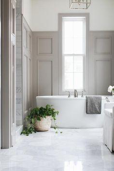 Design Ideas: Grey Shingle Home - Home Bunch Interior Design Ideas 28 Bathroom Wall Decor Ideas to Increase Bathroom's Value Bathroom Flooring, Wood Bathroom, Bathroom Inspiration, Bathroom Tub, Bathroom Windows, Bathroom Wall Decor, Bathroom Interior Design, Bathroom Design, Bathroom Paneling
