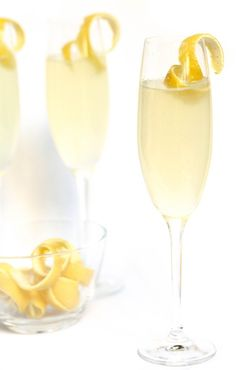 The classic French 75 cocktail, to be discovered and rediscovered !!