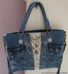 """French Oddities: Un Sac de Mauvais Français """"I usually dont like jeans bags but this one is cute :) Gunadesign Handmade Jewelry and Fashion Barn: blue jean Diy Jeans, Diy Denim Purse, Denim Bags From Jeans, Lace Purse, Handmade Purses, Handmade Handbags, Handmade Jewelry, Jeans Recycling, Sacs Tote Bags"""