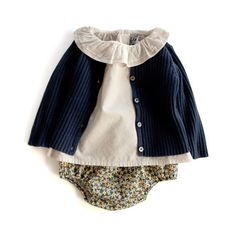 BONTON カーディガン、BONTON ブラウス、BONPOINT ブルマ Stylish Little Girls, Pretty Little Girls, Cute Little Baby, Baby Girl Fashion, Toddler Fashion, Kids Fashion, Baby Boy Outfits, Kids Outfits, Cute Outfits
