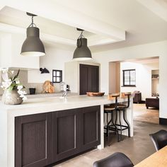 Modern and cosy kitchen design ideas Cosy Kitchen, Design Inspiration, Design Ideas, Kitchen Design, Modern, Table, Furniture, Home Decor, Trendy Tree