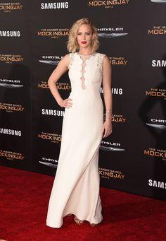 Jennifer Lawrence com vestido Dior na premiere de A Esperança - Parte 2   Jen Law white dress on Mockinjay première