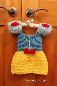 cc583ad95 Crochet Snow White Baby Dress Great por CocoBabyDesigns en Etsy Guantes A  Crochet