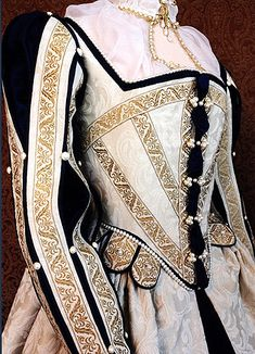 Cream Elizabethan court costume