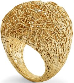 Chunky gold thread sculpture ring by Roberto Coin Contemporary Jewellery, Modern Jewelry, Jewelry Art, Gold Jewelry, Jewelry Rings, Jewelry Accessories, Fine Jewelry, Jewelry Design, Gold Fashion