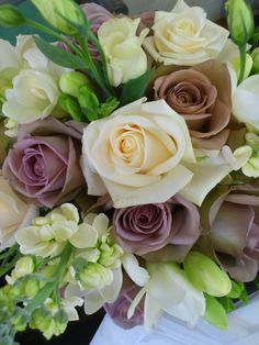 Beautiful Amnesia and Vendela rose with white freesias,and lisianthus made by us!