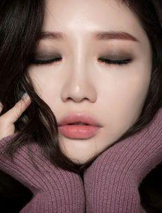 7 เทคนิคแต่งตาแบบสาวเอเชีย ตาชั้นเดียวก็สวยได้ รูปที่ 1