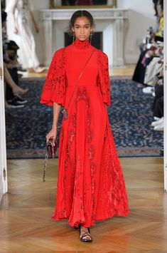 Valentino, Spring 2017 - Paris Fashion Week's Most Fabulous Dresses for Spring 2017 - Photos
