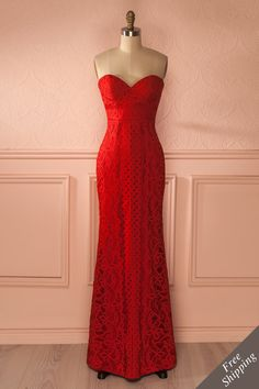 Elle marchait droit devant elle, telle une Déesse se rendant à son trône. She walked straight in front of her like a Goddess making her way to her throne. Red lace bustier gown https://1861.ca/products/nelda-feu
