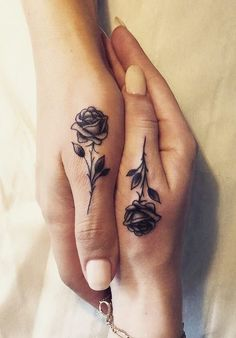 Hand tattoos for women: beautiful hand tattoo designs - tattoo ideas - Hand tattoos for women: beautiful hand tattoo designs - Tattoos For Women Half Sleeve, Hand Tattoos For Women, Sleeve Tattoos, Couples Hand Tattoos, Finger Tattoo For Couples, Womens Finger Tattoos, Arm Tattoos For Women Inner, Tattoo Designs For Couples, Amazing Tattoos For Women