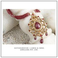 Satyanarayan J Jadia & Sons Jewellers Pvt Ltd Wedding Jewelry, Gold Jewelry, Beaded Jewelry, Gold Pendent, Jewellery Sketches, Pendant Earrings, Indian Jewelry, Jewelry Design, Jewelry Making