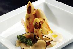 Puntas de espárragos a la parrilla con trufa de verano y mahonesa de trufa de Francis Paniego | Gastronomía & Cía
