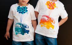 Camisetas estampadas a mano para niño, motivo furgoneta hippie.