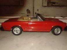 AUTOart - Scala 1/18 - Fiat 124 Spider