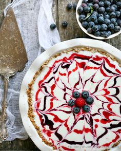 Gluten-Free Red, White, and Blueberry Ice Cream Pie with Granola Crust recipe by Yummy Mummy Kitchen Delicious of July Dessert Recipes) Patriotic Desserts, Blue Desserts, 4th Of July Desserts, Frozen Desserts, Frozen Treats, Mini Desserts, Bolo Fudge, Summer Recipes, Holiday Recipes