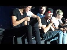 """One Direction - Harry singing """"Moments"""" to the scary Spider - LMAO!! - July 5, 2013 - Hershey PA"""