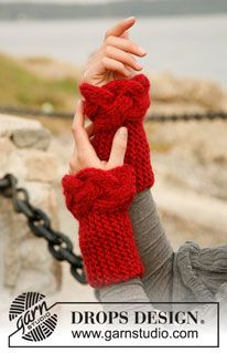 "Rosebud - Knitted DROPS wrist warmers in garter st with cable in ""Eskimo"". - Free pattern by DROPS Design"