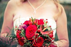 Rood bruidsboeket bruiloft, huwelijk, trouwen, bloemen #bruidsboeket #bruidsfotograaf #bruidsfotografie Dario Endara