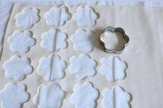 Toffifee-Blüten - Rezept   Kochrezepte.at Cookie Cutters, Cookies, Cute Baking, Kuchen, Treats, Foods, Chef Recipes, Crack Crackers