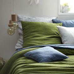 Donnez le ton avec cette élégante taie d'oreiller en lin ! Sa couleur verte fougère ravivera les couleurs de votre chambre à coucher.