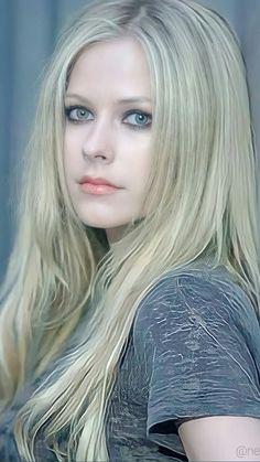 Avril Lavigne Style, Avril Lavigne Photos, Pop Punk, Avril Levigne, Punk Rock Princess, Amy Winehouse, Female Singers, Bob Marley, Beautiful Celebrities