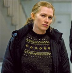 Mireille Enos as Sarah Linden Mireille Enos, Fair Isle Knitting, Color Shapes, Sweater Design, Knit Patterns, Christmas Sweaters, Knitwear, Seasons, Movies