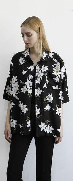 트렌디한 핏으로 탄생한 오리엔탈 하와이안 유니섹스 셔츠,  Model: 171cm / 48kg /  M size