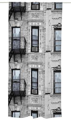 <p>Mulberry St -valmisverhon kaupunkikuosi on Vallilan suunnittelija Matleena Issakaisen suunnittelema. Kuosi on saanut inspiraationsa New Yorkille tyypillisistä brown stone -kerrostaloista. Mulberry St on rauhallinen, tunnelmallinen ja ajaton kuosi. Mulberry Street, Scandinavian, Multi Story Building, Floor Plans, New York, Curtains, Prints, Design, New York City