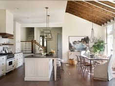 esempio di arredamento cucina moderna con isola e sgabelli vintage ...