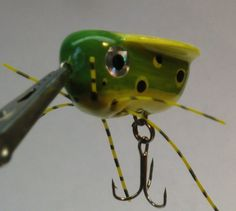 Solar Powered Winged Bug Fishing Lures (Green & Yellow)