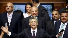 <p>05/01/2016/Henry Ramos Allup, presidente de la Asamblea Nacional de Venezuela / Carlos Garcia Rawlins / Reuters / Reuters Los legisladores venezolanos juran para los próximos cinco años el cargo de diputado en un clima de tensión política. Este martes se…</p>