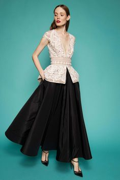 Naeem Khan Resort 2017 Fashion Show Collection: See the complete Naeem Khan Resort 2017 collection. Look 16 Naeem Khan, Fashion 2017, Runway Fashion, High Fashion, Fashion Show, Fashion Design, Fashion Check, Vogue Fashion, Peplum Gown