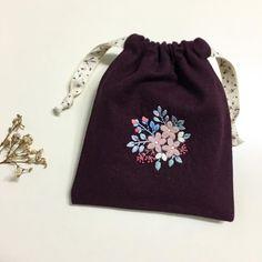 쌀쌀한 계절엔 울실자수로 실제 작품엔 처음 써보는 #애플톤울실 . . . #꽃보다자수 #프랑스자수 #춘천프랑스자수  #파우치 #자수파우치 #embroidery #handmade #pouch #appletone