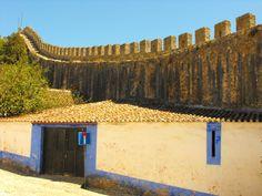 Mura di protezione di città fortificata,nell'interno del portogallo