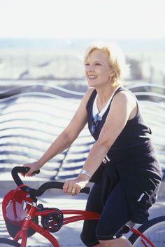 Pour entretenir sa forme, Sylvie Vartan pratique du vélo en Californie en 1998