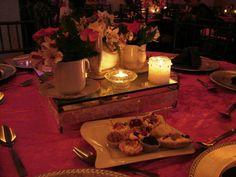 Centros de mesa y velas con juego de te con flores