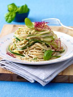 Zucchini Spaghetti leichter mit Nusssoße: 10-kalorienarme-gerichte-unter-400-kcal