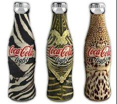 [Coke Bottle 81] 야성미 넘치는 이 코-크는? 패션 브랜드 로베트로 카발리와 코카-콜라 라이트가 콜라보하여 출시한 코-크랍니다. 디자이너의 패션 컨셉을 그대로 코카-콜라에 재현한 모습이에요!